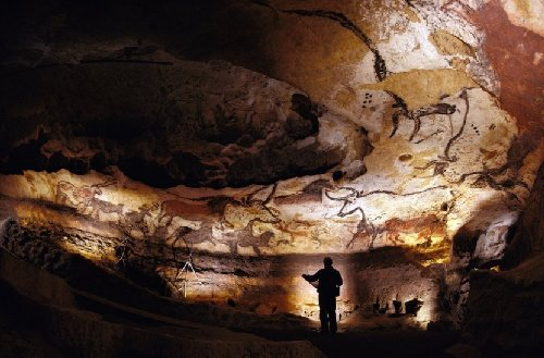 hall of bulls lascaux